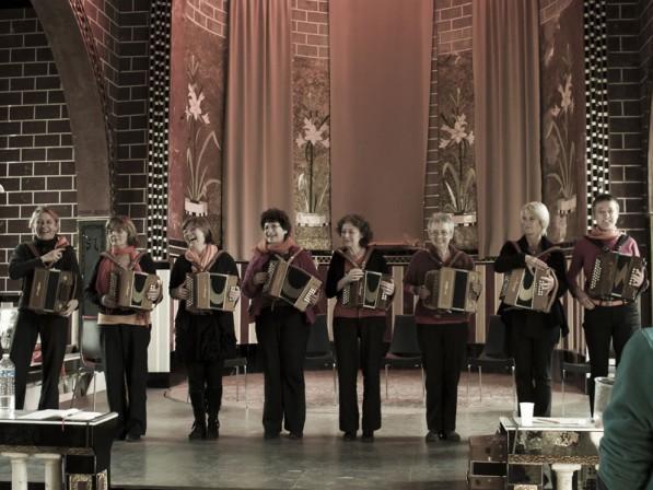 8 accordéonistes