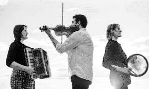 accordéon, violon, percussions